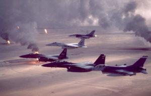 空爆に向かう戦闘爆撃機